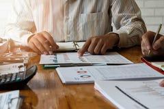 Biznesu drużynowy spotkanie i dyskutować projekta plan obrazy stock