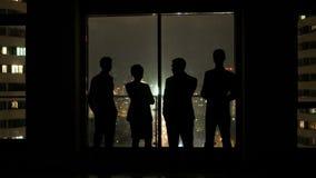 Biznesu drużynowy spotkanie w biurze i rozmowa przy nocą zbiory