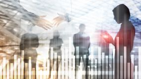 Biznesu i finanse wykres na zamazanym tle Handlować, inwestyci i ekonomii pojęcie, Biznesmena uścisk dłoni zdjęcia stock
