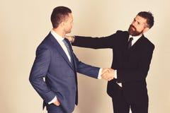 Biznesu i kompromisu pojęcie Kierownictwa trząść ręki w zgodzie fotografia royalty free