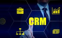 Biznesu, technologii, interneta i klienta związku zarządzania pojęcie, Biznesmena crm naciskowy guzik na wirtualnym Zdjęcia Stock