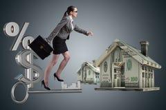 Bizneswomanów chodzący wspinaczkowi schodki w hipotece Obraz Royalty Free
