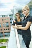 bizneswomanów kawy target1833_0_ obraz stock