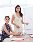 bizneswomanów portreta prezentacja dwa Zdjęcia Stock
