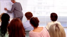 Bizneswoman daje wykładowi inni bizneswomany zdjęcie wideo