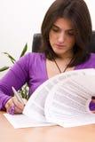 bizneswoman dokumentuje podpisywanie Fotografia Stock