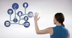 Bizneswoman dotyka cyfrowo wytwarzać złączone ikony obraz stock