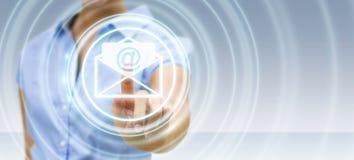 Bizneswoman dotyka 3D renderingu emaila latającą ikonę z jej f Zdjęcie Royalty Free