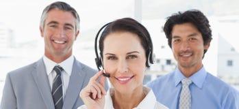 Bizneswoman jest ubranym jej słuchawki Fotografia Stock