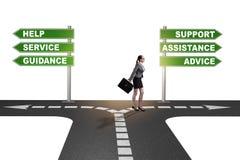 Bizneswoman ma ciężkiego wyboru pozycję przy rozdrożami obrazy stock