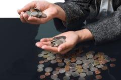Bizneswoman ma ręki monety pełno Obrazy Royalty Free