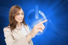 Bizneswoman naciska niewidzialnego klucz Zdjęcie Stock