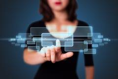 Bizneswoman naciska zaawansowany technicznie typ nowożytni guziki Obrazy Stock