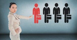 Bizneswoman oddziała wzajemnie osoby i wybiera od grup ludzi ikon Zdjęcia Royalty Free