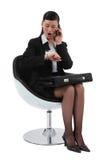 Bizneswoman patrzeje jej zegarek Zdjęcie Royalty Free