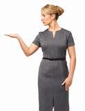 Bizneswoman Pokazuje Niewidzialnego produkt Zdjęcie Stock