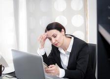 Bizneswoman przy biurem zdjęcie royalty free