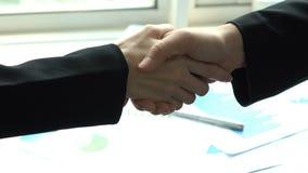 Bizneswoman ręki chwianie w biurze zbiory