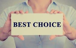Bizneswoman ręki trzyma znaka lub kartę z wiadomość Najlepszy wyborem zdjęcia stock