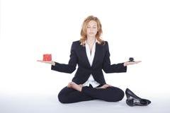 Bizneswoman robi joga przerwie Zdjęcie Stock