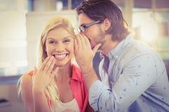 Bizneswoman słucha męski kolega Zdjęcia Royalty Free