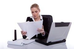bizneswoman target947_0_ pracowite notatki zdjęcie royalty free