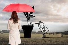 Bizneswoman trwanie kamery mienia czerwieni parasol z powrotem Zdjęcie Royalty Free