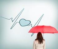 Bizneswoman trwanie kamery mienia parasol z powrotem Obraz Stock