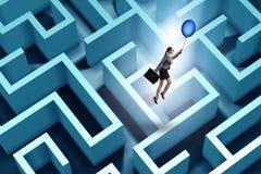Bizneswoman ucieka od labiryntu na balonie Obrazy Stock