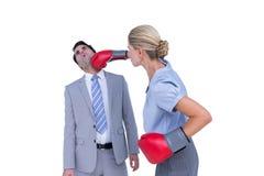 Bizneswoman uderza pięścią kolegi z bokserskimi rękawiczkami Obrazy Royalty Free