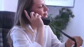 Bizneswoman w biurze z laptopem Zdjęcie Stock