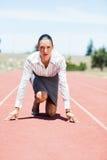 Bizneswoman w gotowym biegać pozycję Obrazy Royalty Free