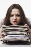 Bizneswoman w problemach Samotny działanie w biurze z mnóstwo Obraz Stock