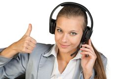 Bizneswoman w słuchawki pokazuje kciuk up Zdjęcia Stock