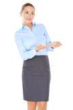 Bizneswoman wskazuje z jej rękami Zdjęcie Royalty Free