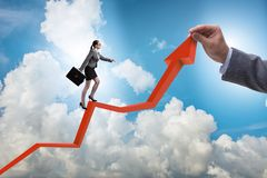 Bizneswoman wspina się kreskową mapę w problemu ekonomicznego pojęciu Fotografia Royalty Free
