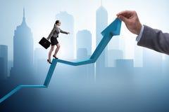 Bizneswoman wspina się kreskową mapę w problemu ekonomicznego pojęciu Zdjęcia Royalty Free