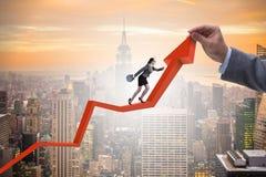 Bizneswoman wspina się kreskową mapę w problemu ekonomicznego pojęciu Zdjęcie Stock