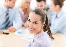 Bizneswoman z coworkers Zdjęcia Royalty Free