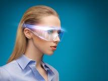 Bizneswoman z cyfrowymi szkłami fotografia royalty free