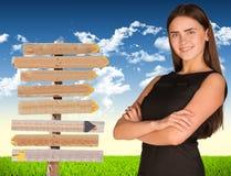 Bizneswoman z drogowym znakiem Obraz Stock
