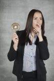 Bizneswoman z głową pełno pomysły Zdjęcie Royalty Free