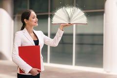 Bizneswoman z książką Fotografia Royalty Free