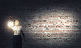 Bizneswoman z lampionem Obraz Royalty Free