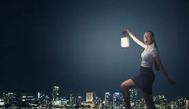 Bizneswoman z lampionem Zdjęcie Stock