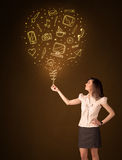 Bizneswoman z ogólnospołecznym środka balonem Obraz Royalty Free
