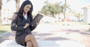 Bizneswoman z pastylką zbiory wideo