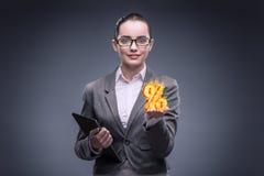Bizneswoman z procentem podpisuje wewnątrz wysokiego interesu pojęcie Fotografia Stock