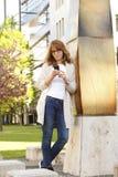 Bizneswoman z telefon komórkowy fotografia royalty free