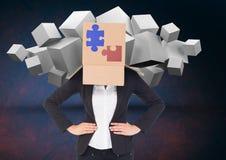 Bizneswoman zakrywający z kartonem pokazuje wyrzynarek łamigłówki i białych sześciany w tło Obraz Stock